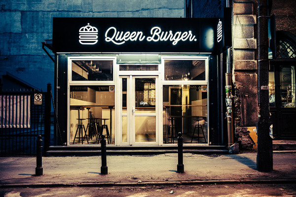 Queen Burger restaurant branding