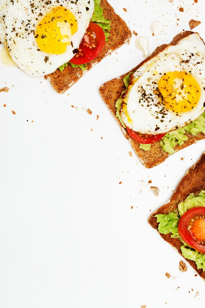 Egg Avocado Toast: Editorial recipe and photography for the food column of popular blog DesignLoveFest.