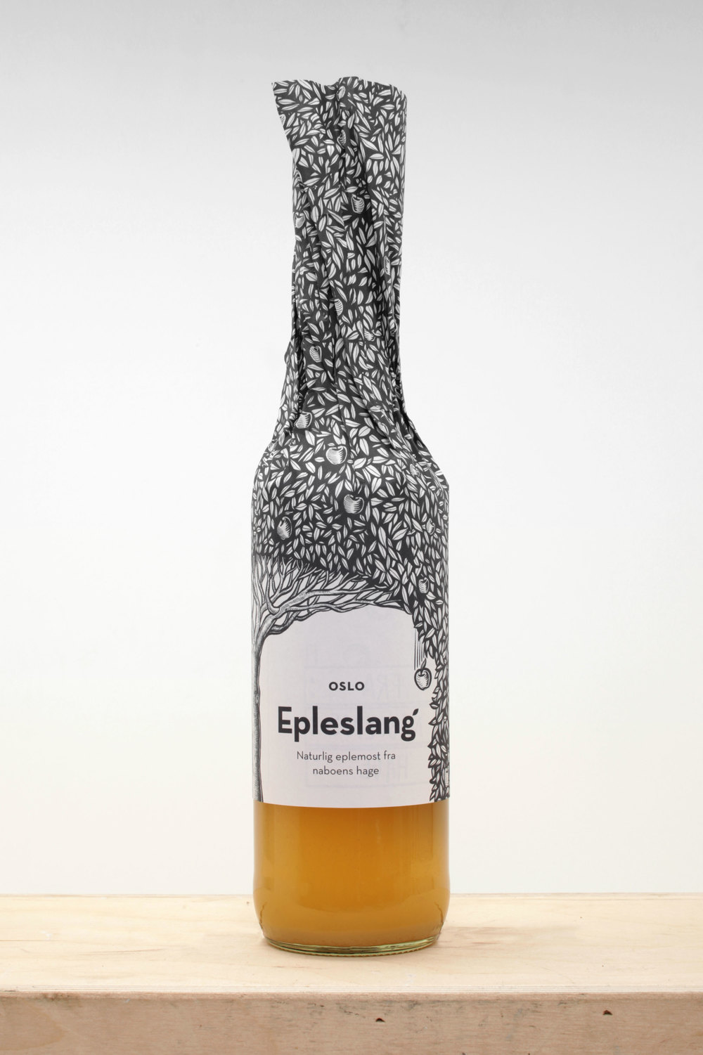 Epleslang packaging design by Dinamo Design