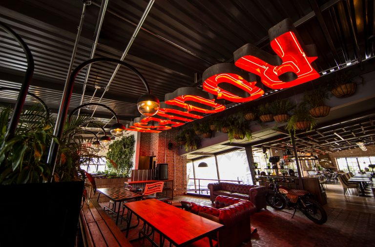 La Roguesa restaurant interior design and branding by Plasma Node in Colombia