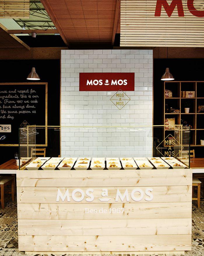 Mos a Mos food kiosk design - Grits & Grids®